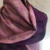 sjal mørklilla rosa detalje