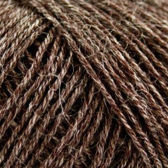 Nettle-Sock-Yarn-choko-brun garn